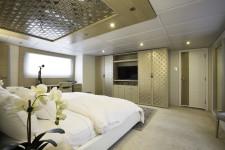 Galapagos Charter Yacht STELLA MARIS, master stateroom.