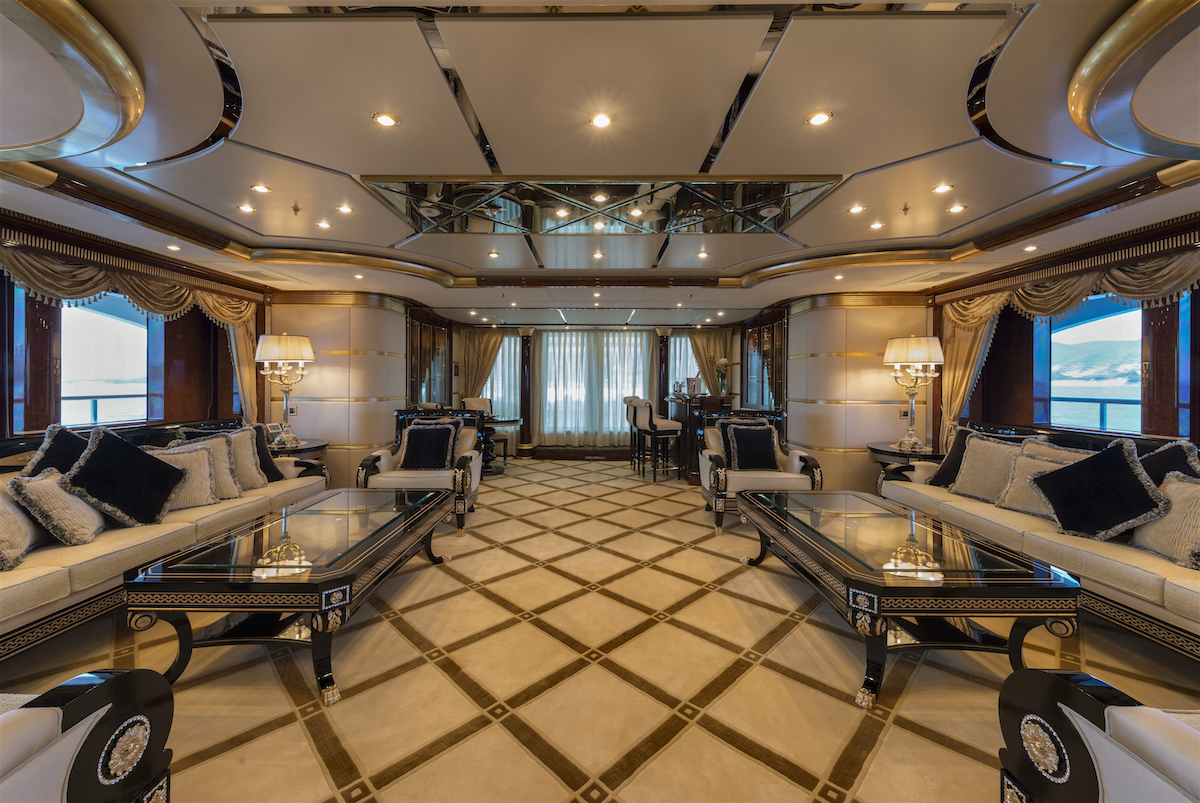 MINE GAMES yacht charter - salon-5