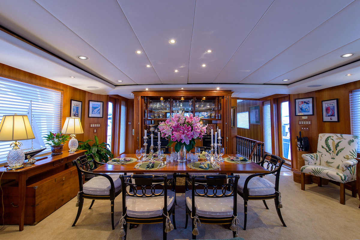 Yacht for sale SILVER SEAS, a 107ft Burger motor yacht, dining area