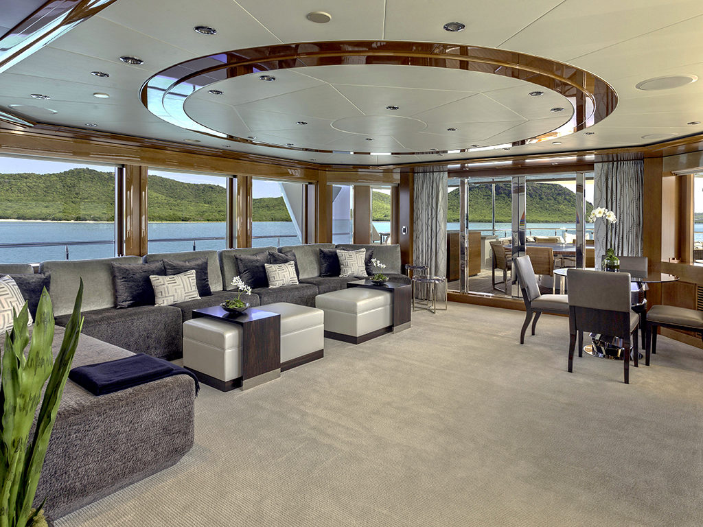 LUXURY CHARTER YACHT AQUAVITA 50M WESTPORT