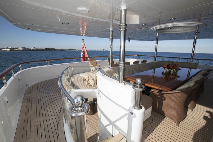 Aft deck Worth Avenue Yachts_152 Hakvoort_ALLEGRIA