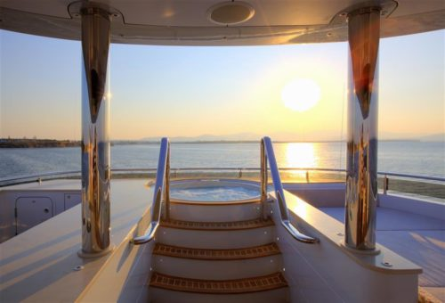 Quaranta yacht for sale, jacuzzi