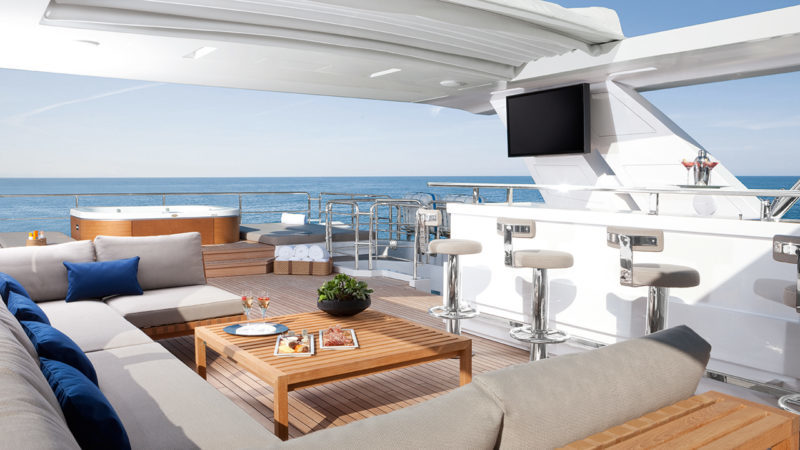 140' BENETTI YACHT CHEERS 46 FOR SALE & CHARTER LOUNGE