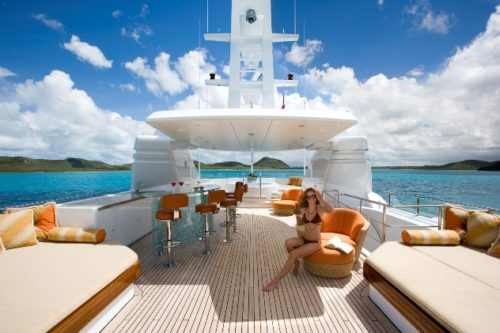 Hakvoort yachts for sale lounge area