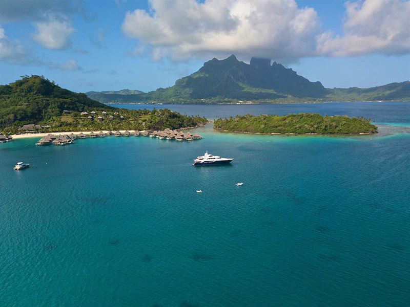 Visit Tahiti on a Luxury Yacht Vacation