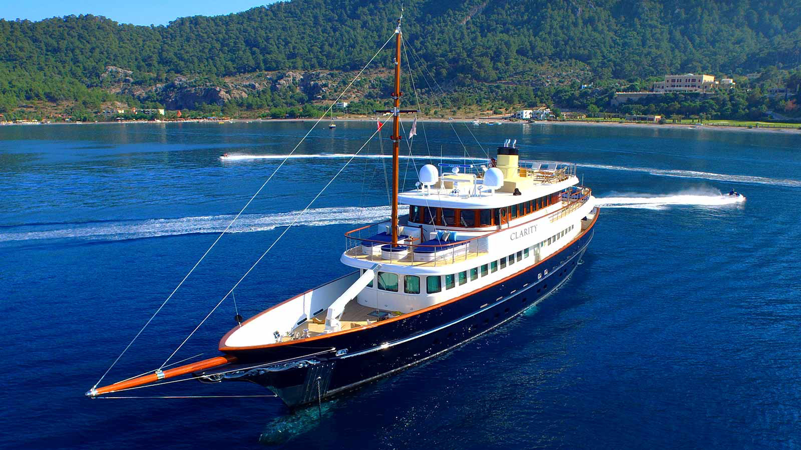 CLARITY yacht for charter