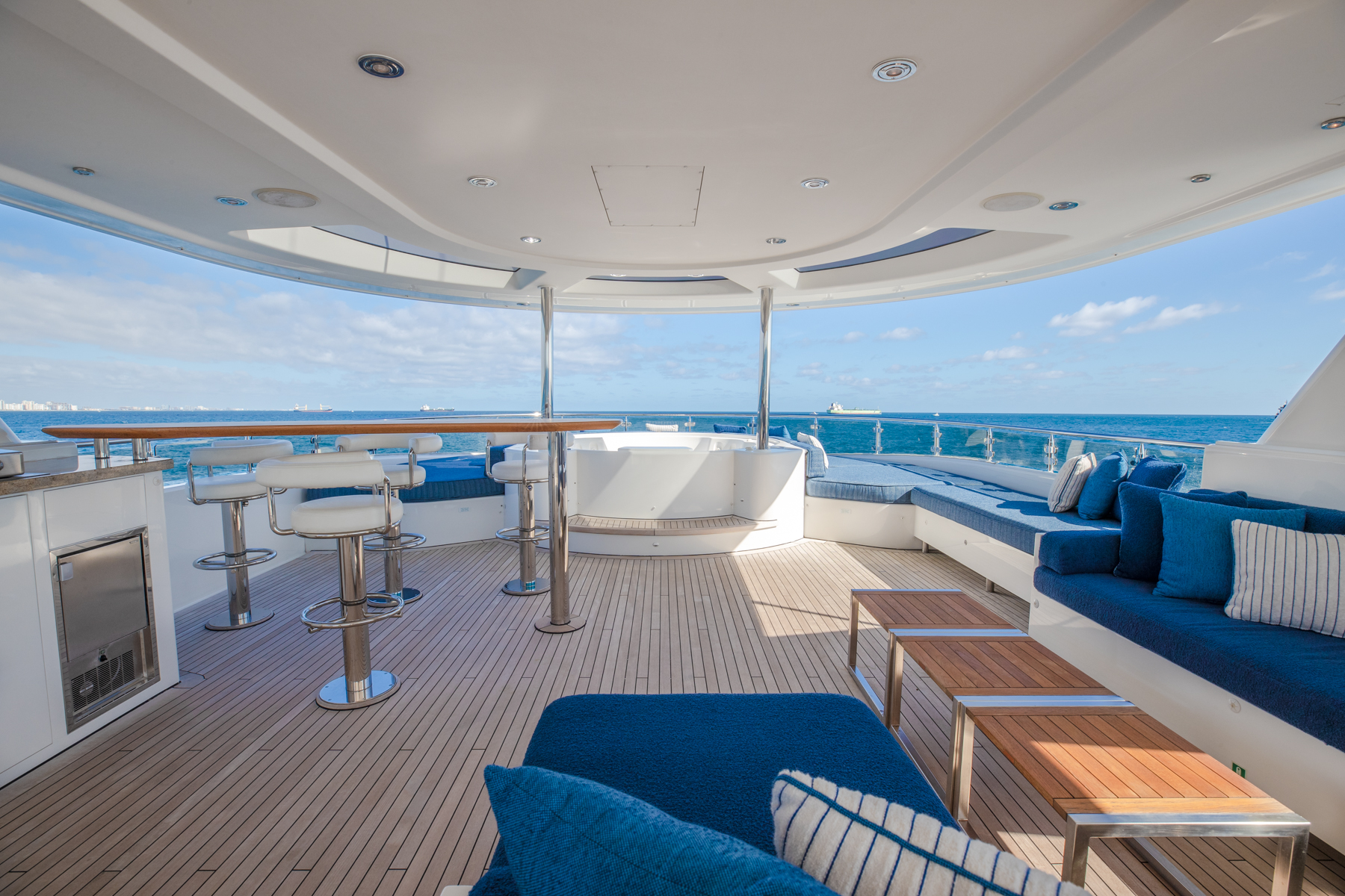 YACHTS AVAILABLE IN FLORIDA