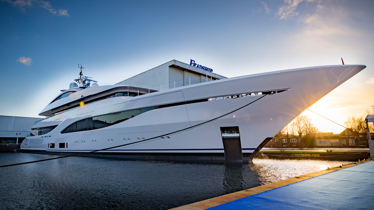 75m-Feadship-Yacht-ARROW