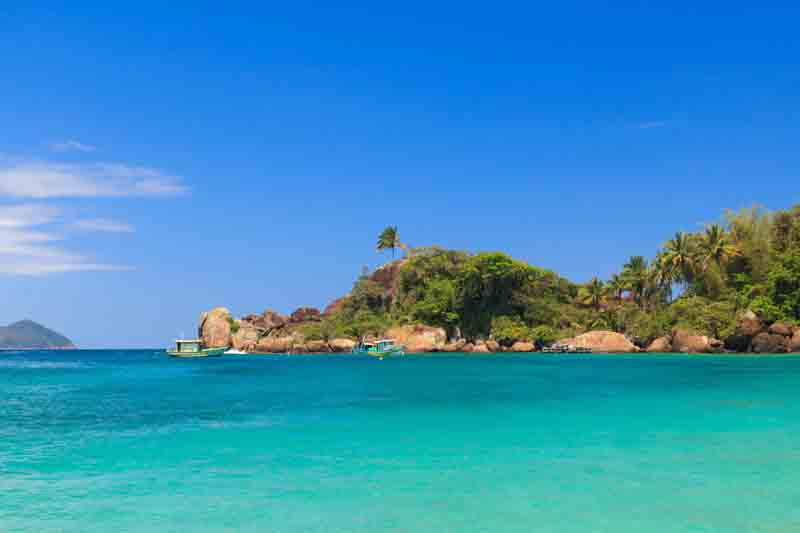 Turquoise waters of Araçatiba on a Brazil yacht charter