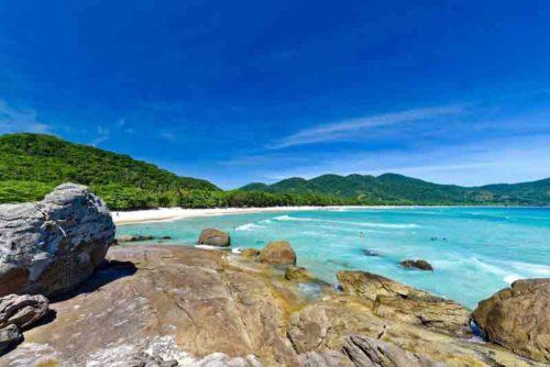Stunning beach in Abraão on a Brazil yacht charter