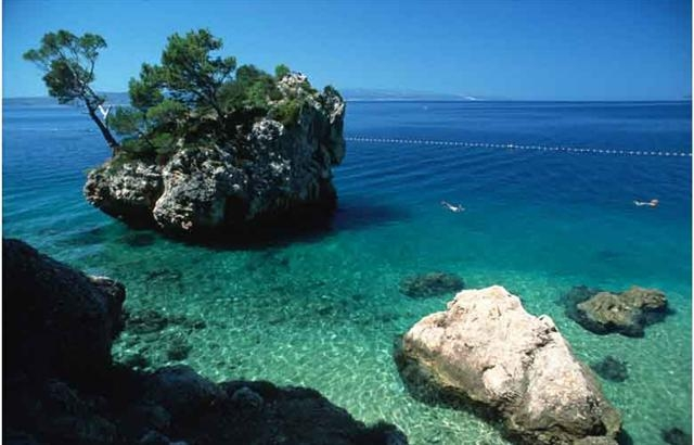 Turquoise water on Croatia yacht charter