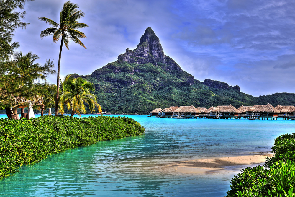 View of the peaks on French Polynesia yacht charter