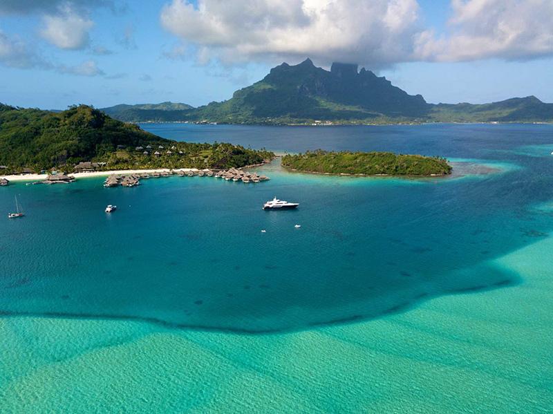Yacht in Bora Bora on a yacht charter itinerary Tahiti