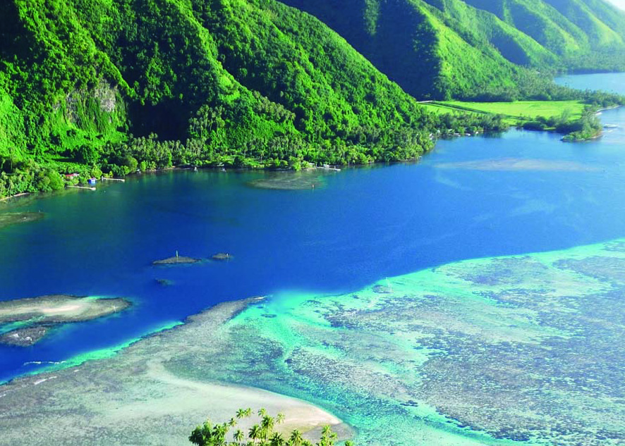 Turquoise waters on Huahine coast, Tahiti yacht charter itinerary